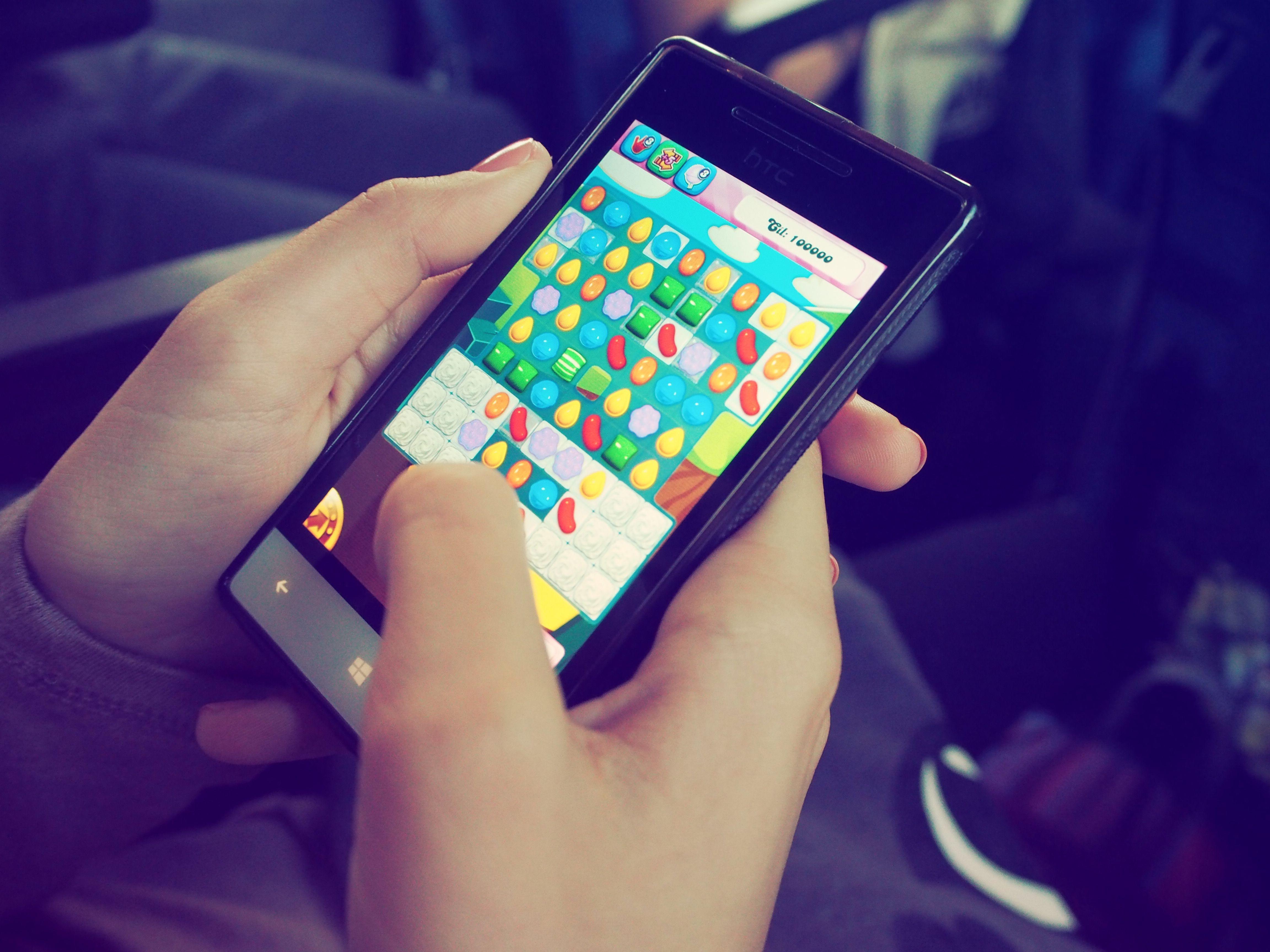 ¿Cómo ganar dinero con el desarrollo de juegos y aplicaciones móviles?