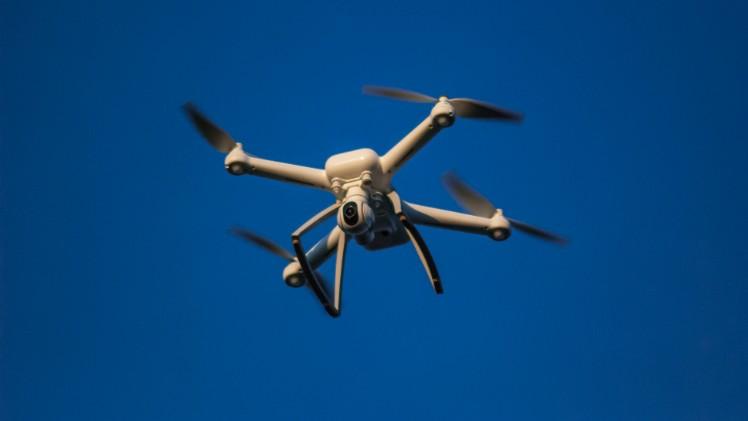 drone en el cielo - aplicaciones para drones