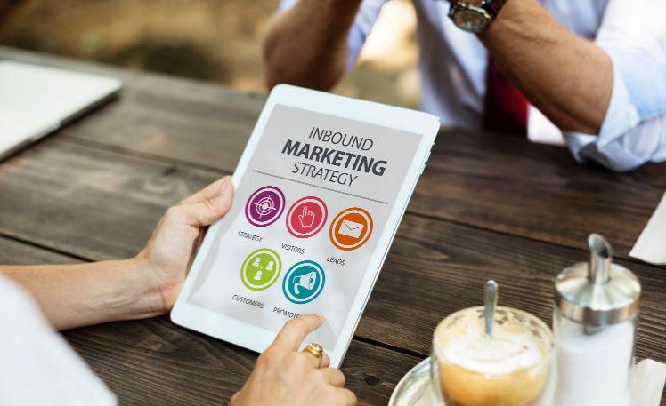 tablet con estrategia de inbound marketing- mobile app marketing