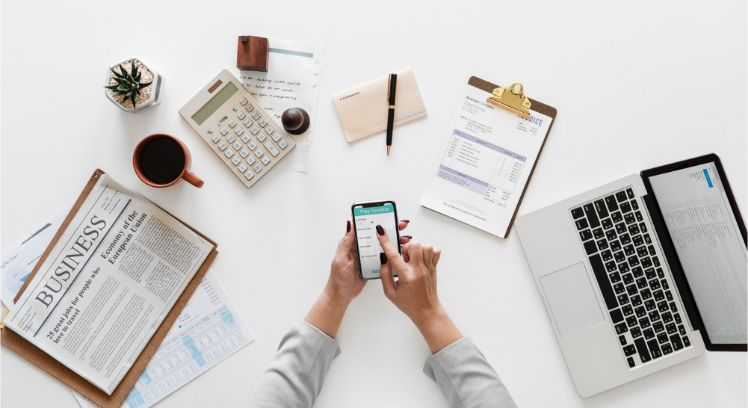 escritorio con movil- app a medida