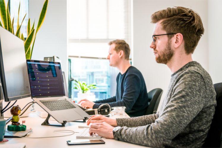 equipo de programadores- equipo de desarrollo de aplicaciones multiplataforma