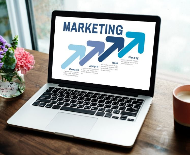 portatil con plan de marketing