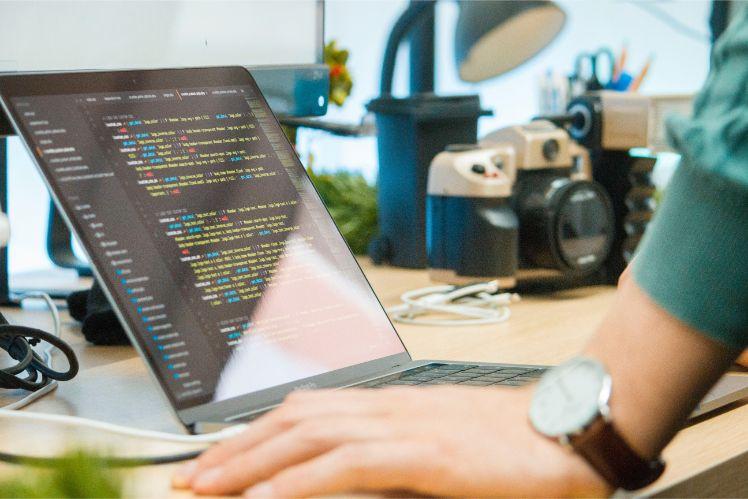 portatil con codigo- programador web