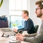 programadores trabajando- subcontratacion de desarrollo