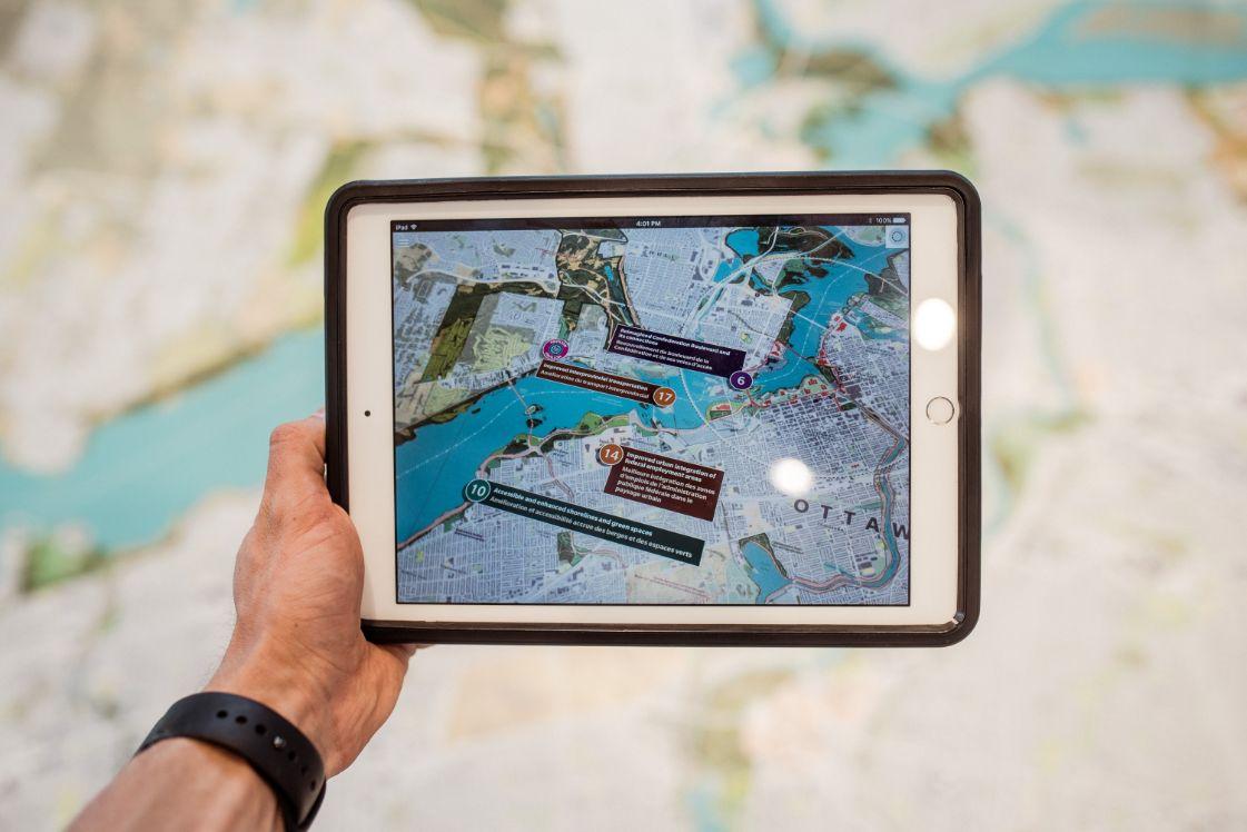 mapa turístico con elementos de realidad aumentada