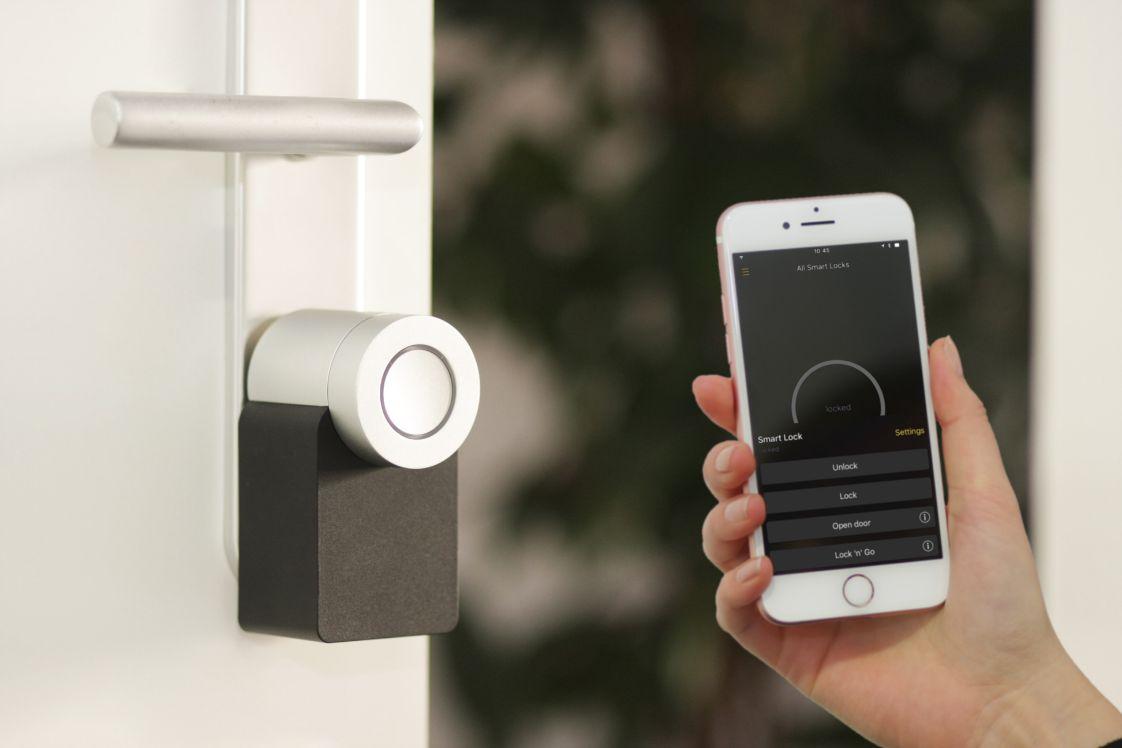 aplicación para asegurar la puerta de una casa
